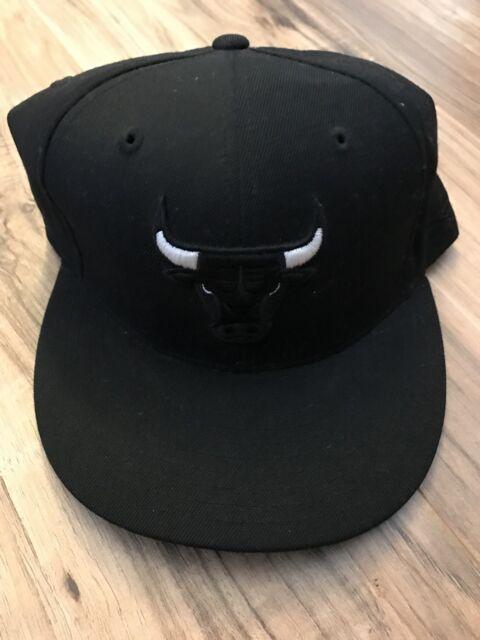 Vintage CHICAGO BULLS Reebok NBA Elements Fitted Hat Cap Size 7 1 2 Jordan 015cfc5d5cb