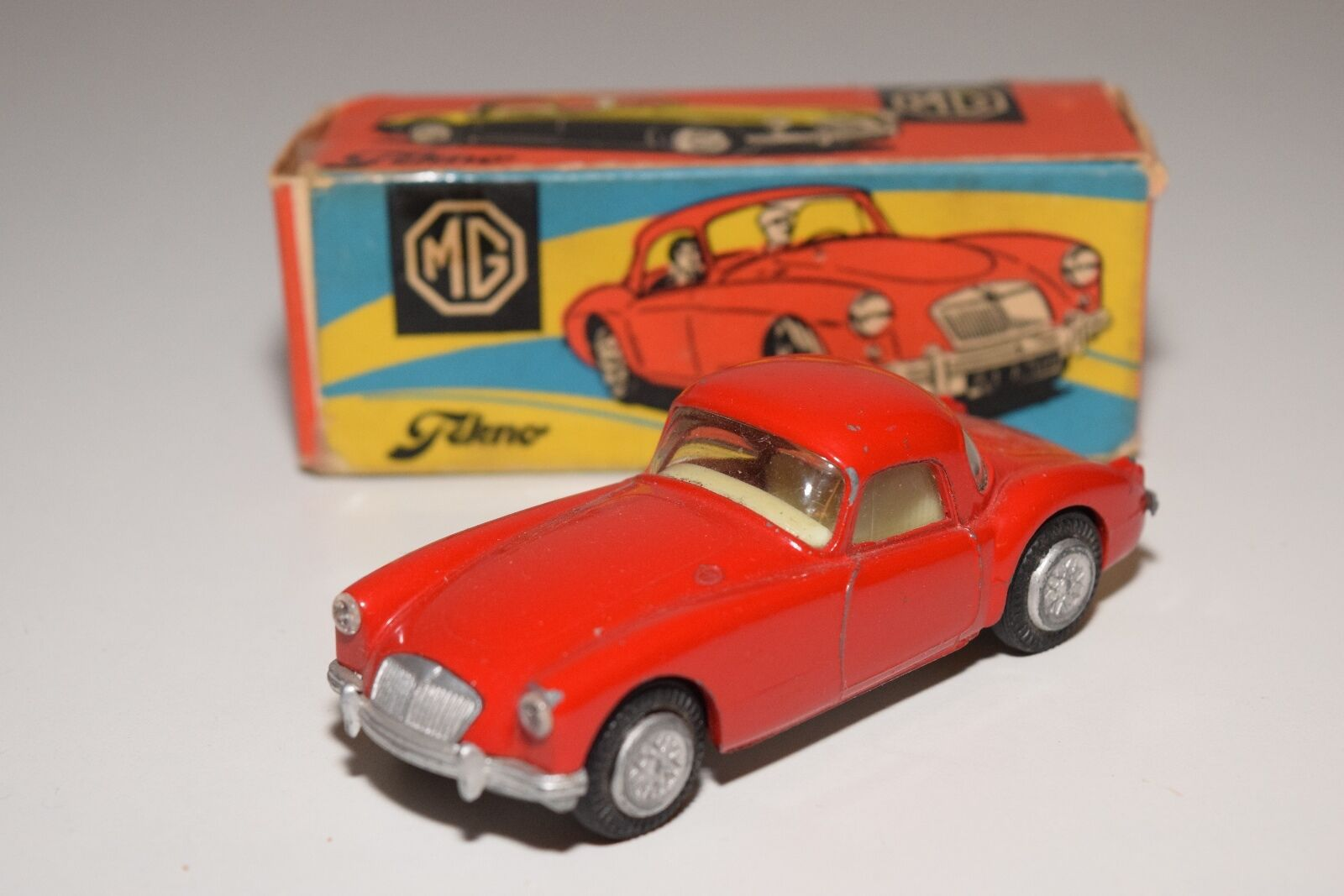 TEKNO DENMARK 824 MGA MG A COUPE Rojo EXCELLENT BOXED