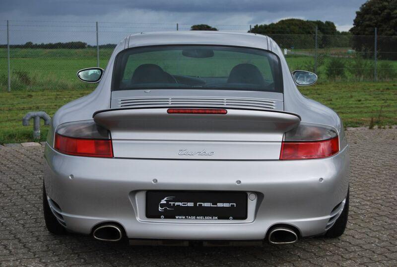 Porsche 911 Turbo Coupé - 12