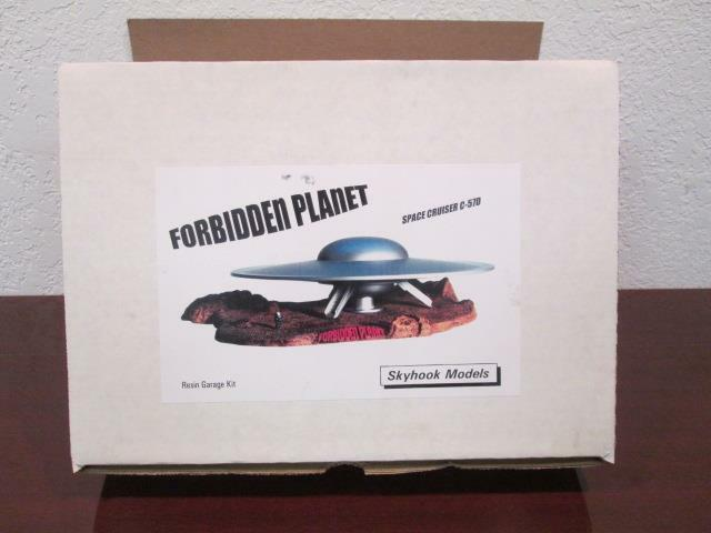 FORBIDDEN PLANET SPACE CRUISER C-57D SHIP & ROBBY THE ROBOT SKYHOOK MODELS MIB