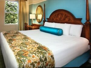 Disney's Saratoga Springs Resort Villa floral quilted Bed Scarf New