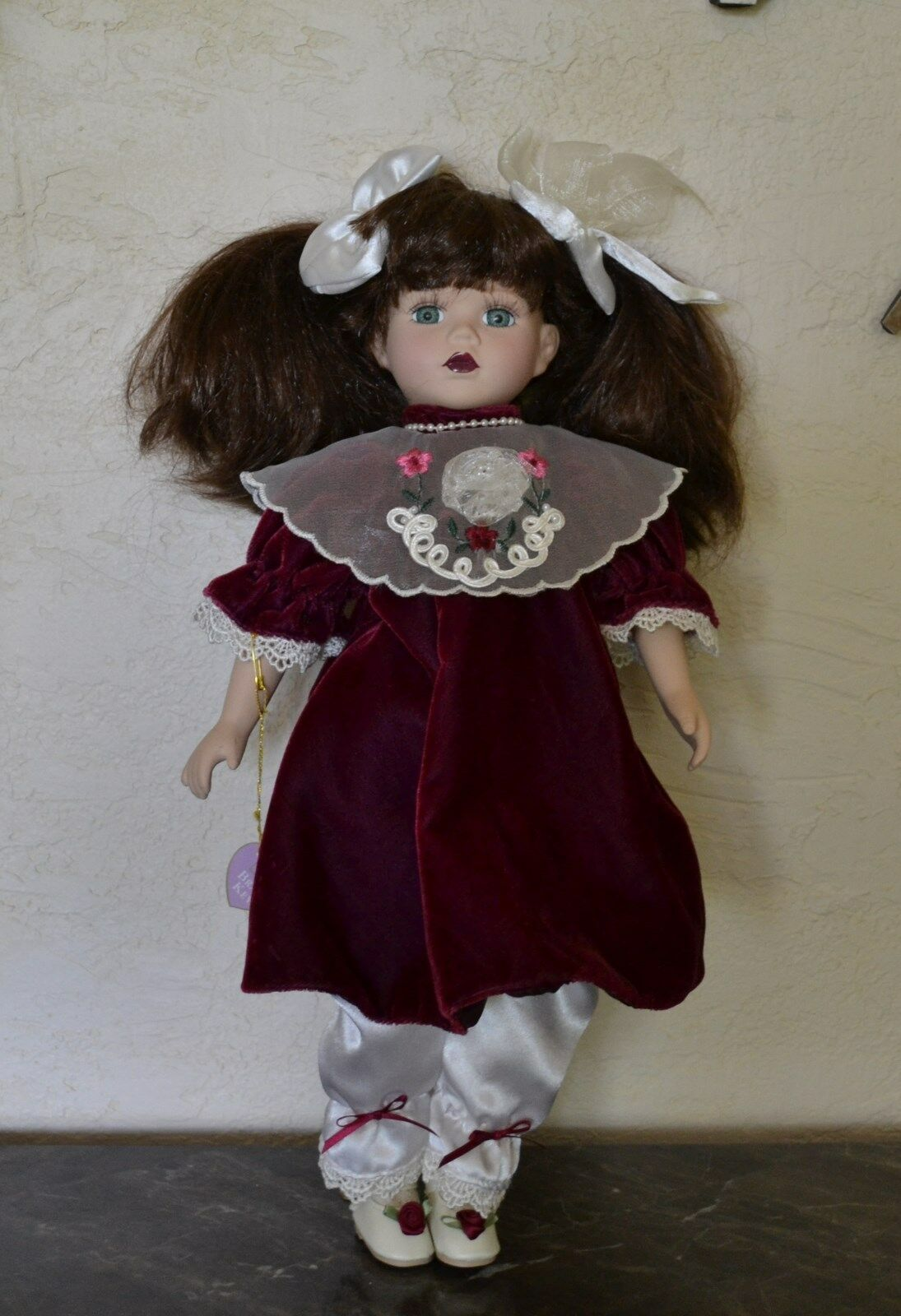Porcelain Doll Vintage Brass Key  with Grün Glass Eyes, Braun Hair
