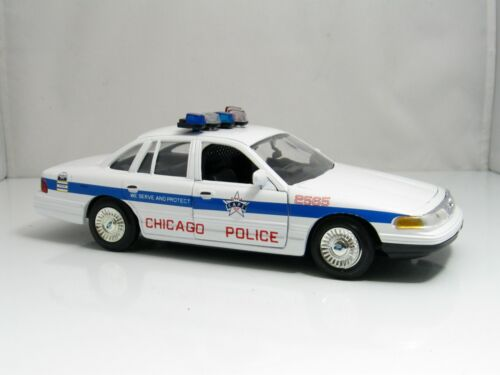 Motor Max Law Enforcement ~ Chicago Police P71 Crown Vic ~ 1:24 scale