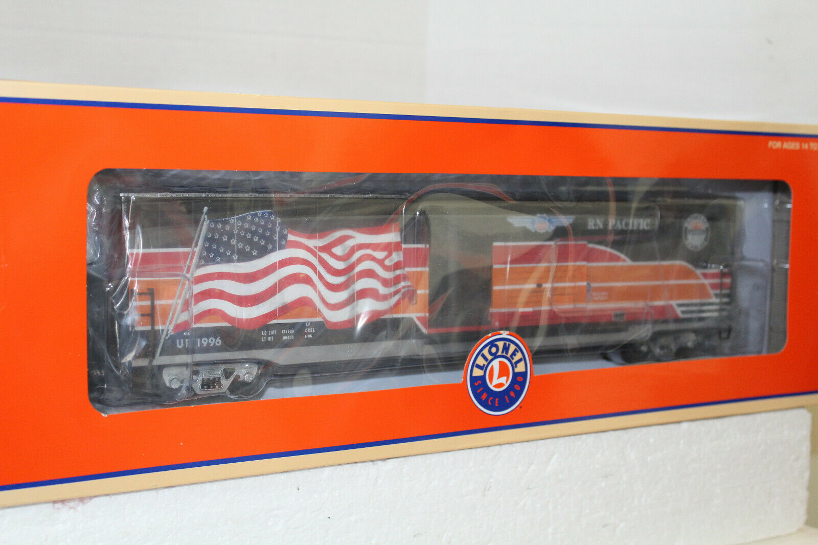 LIONEL  85406 SOUTHERN PACIFIC HERITAGE LED FLAG BOXCAR