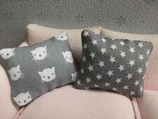 2 Sofa-KISSEN m.Katzen-Köpfen u Sternchen,1:12,Puppenstube Wohnzimmer,Kinderzimm