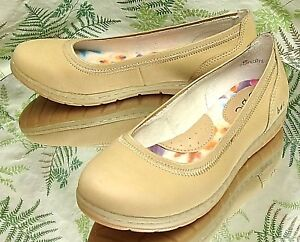BORN-BEIGE-LEATHER-LOAFERS-MOCCASINS-SLIP-ONS-COMFORT-DRESS-SHOES-WOMENS-SZ-6-M