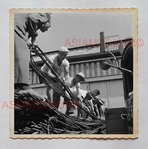 MAN-CONSTRUCTION-WORKER-STREET-SCENE-B-amp-W-Vintage-Hong-Kong-Photo-27211