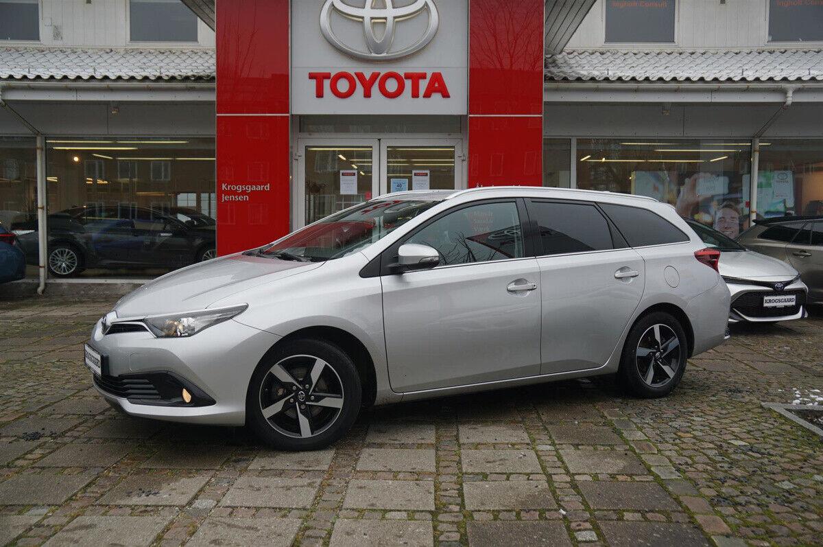 Toyota Auris 1,2 T T2 Comfort Touring Sports 5d - 142.900 kr.