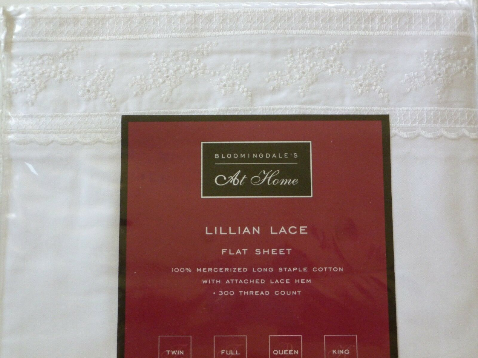 NIP BLOOMINGDALE'S AT HOME LILLIAN LACE QUEEN FLAT SHEET Weiß EMBROIDErot