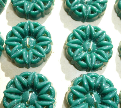 Choice of 8 Colours 24 Lovely Vintage Flower Buttons 2 Sizes