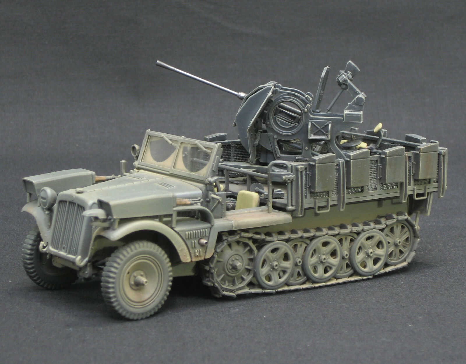 SdKfz 10 5 2Cm Flak 38  DRAGON PRO  BUILT AND PAINTED 1 35   MODEL , TAMIYA,  magasin d'usine de sortie