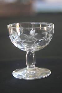 beau-petit-verre-a-liqueur-ancien