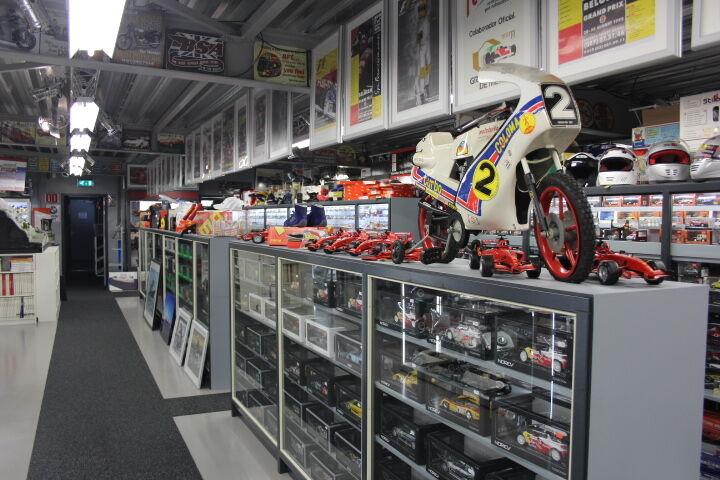 Hot Wheels Jaguar Racing Racing Racing R3 2002 1 18  16 Eddie Irvine (GBR) 63f48c