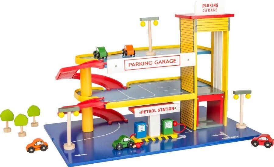Parkhaus mit Lift und Tankstelle