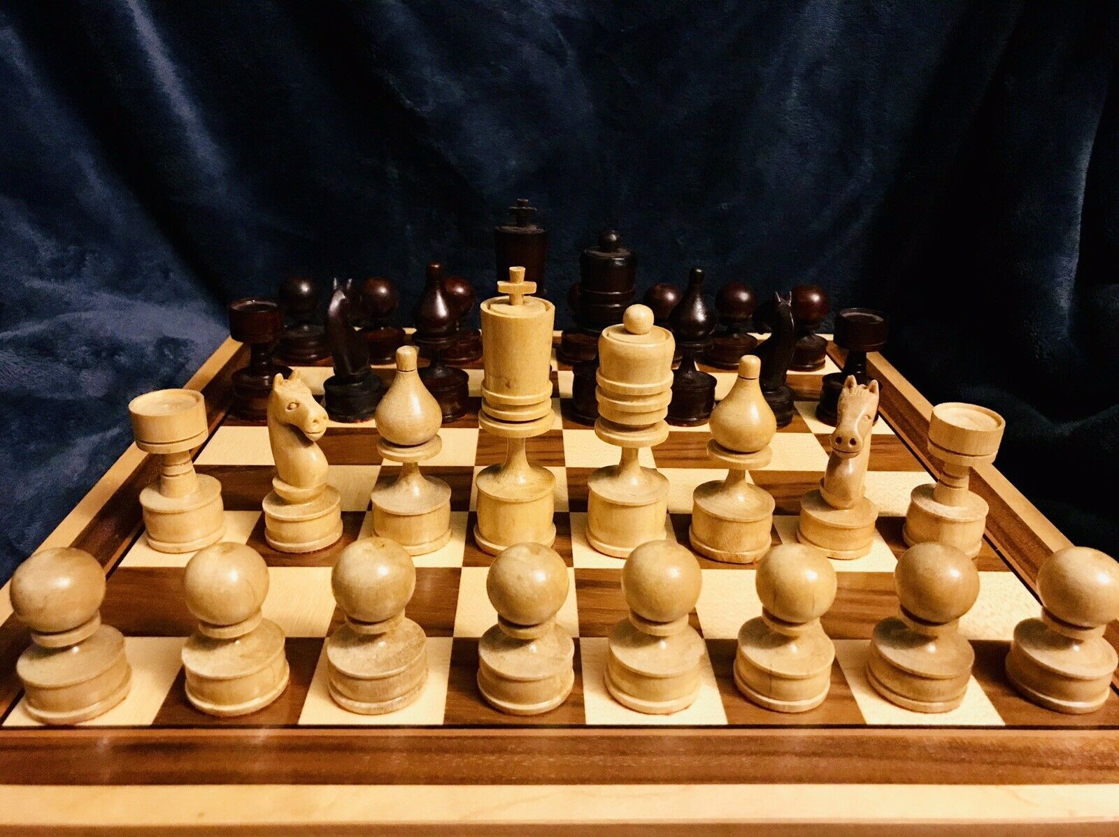 "Vintage Preowned Folk Art Complete Chess Set & Case 4.25"" King"