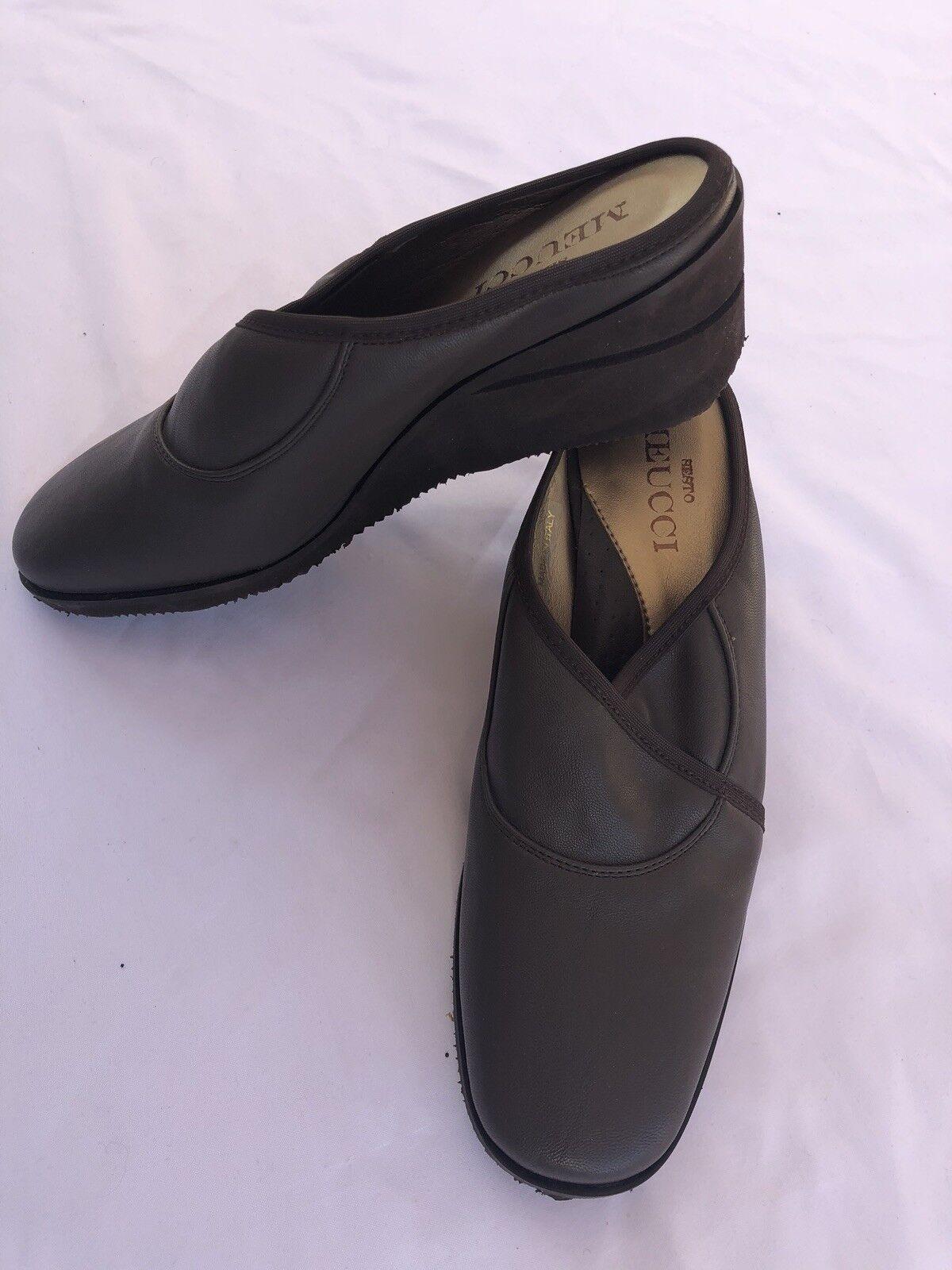 NWOB Sesto Meucci Women's Dark Brown Italian Made Wedge Slip On shoes sz 6M