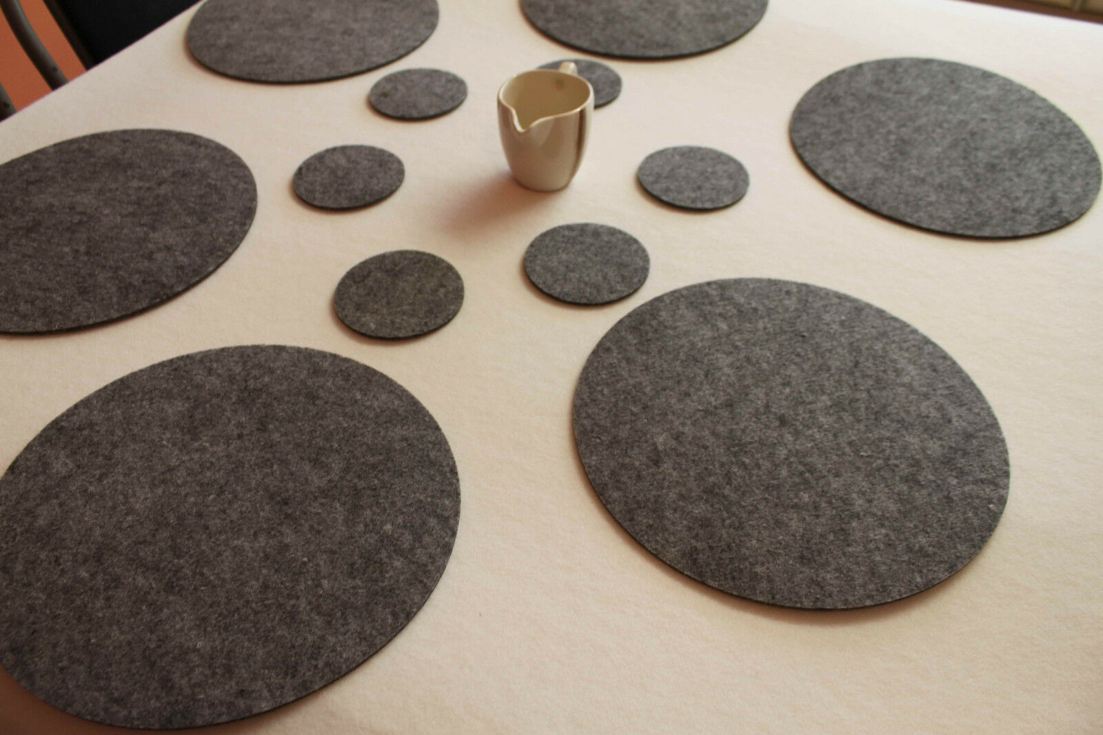 Placemats Coaster Simple Shape Circle Felt Table Mats Set 16 pieces