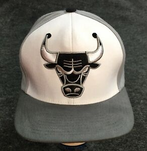 Official Mitchell & Ness Chicago Bulls Ball Cap NBA Snap Backed Basketball Hat