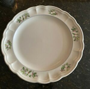 Pfaltzgraff-CHRISTMAS-HEIRLOOM-10-1-2-034-Dinner-Plates-Set-s-of-4