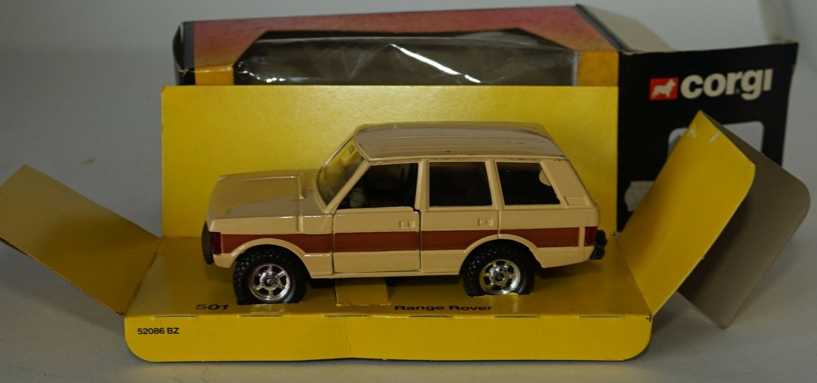 Corgi 501 Range Rover in 1 36 scale
