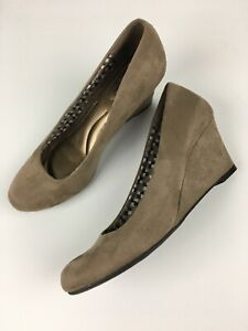 08622c3513b Dexflex Comfort Women s Shoes Faux Suede Wedge Pumps Sz 6.5 Nude ...