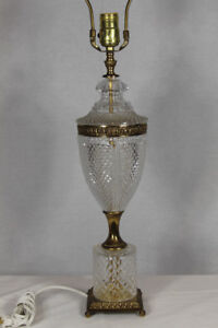Vintage-28-034-Fancy-Art-Deco-Cut-Crystal-or-Glass-Table-Lamp