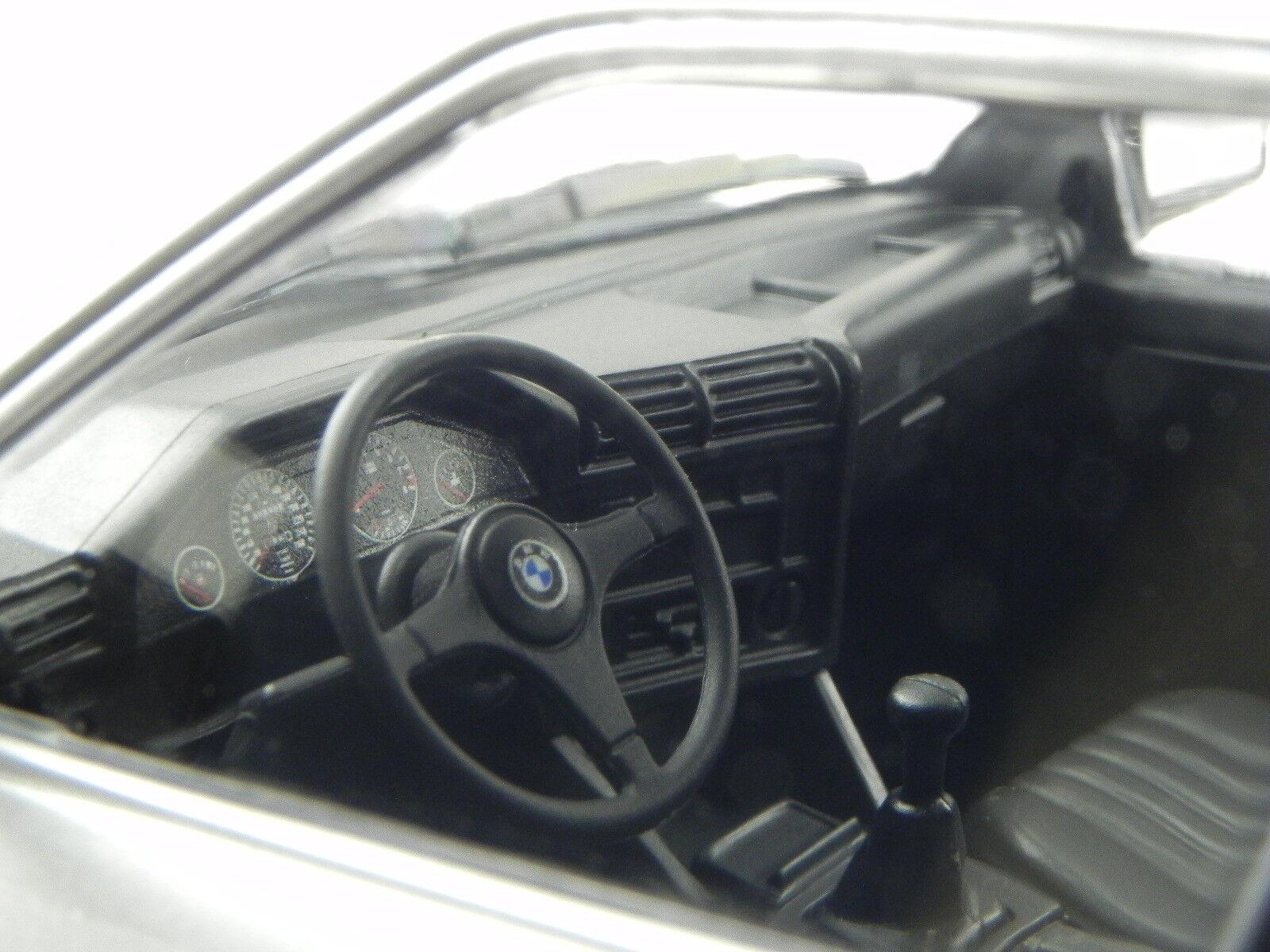 BMW BMW BMW e30 323i 2-porte 1982 argento modellino 155026001 Minichamps 1:18 7461d6