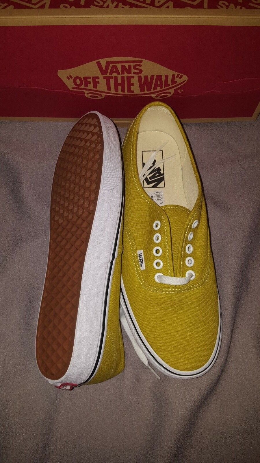 VANS AUTHENTIC MENS SHOES US 10 CRESS GREEN TRUE WHITE NEW IN BOX VN0A38EMU61