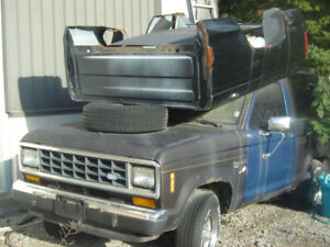 87 FORD BRONCO XLT 4X4 WITH LOTS OF PARTS!