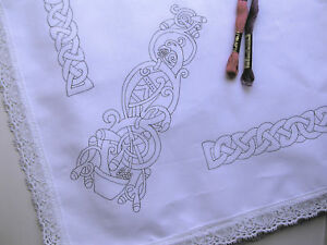 Tablecloth-to-embroider-Celtic-design-with-lace-edge-printed-embroidery-CSOOO5