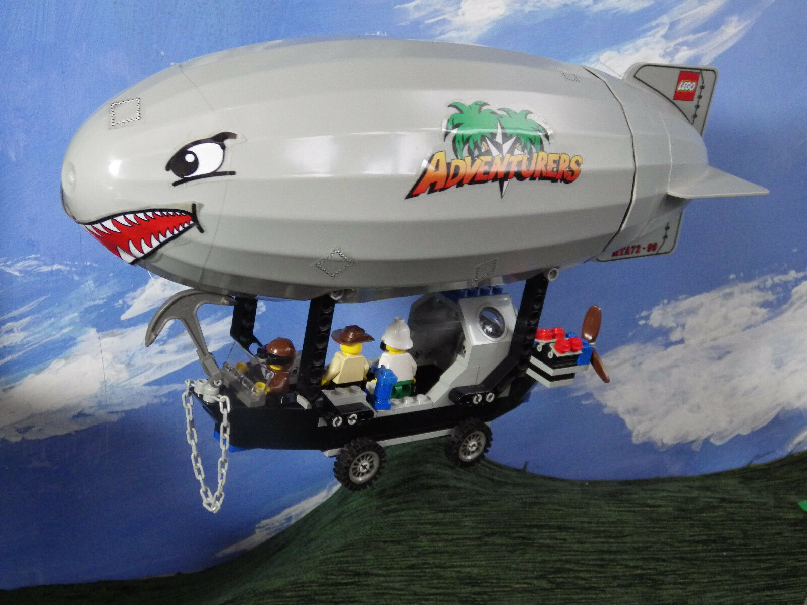 Lego 5956 Adventurers Expedition Balloon 100% Complete with Instructions