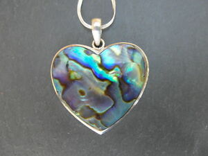 Balinese-Sterling-Silver-heart-pendant-inlaid-with-Paua-Abalone-shell-with-chain