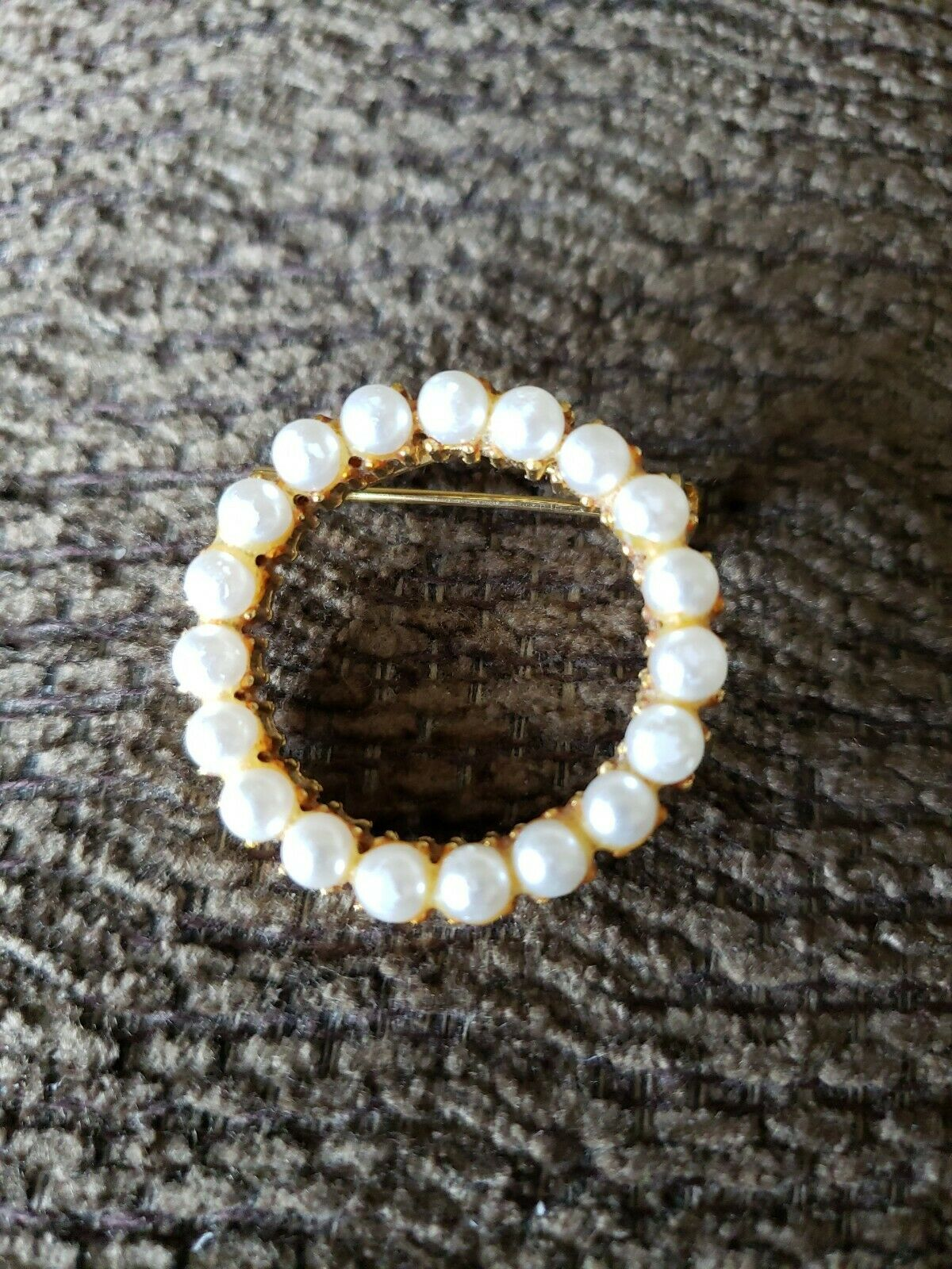 Vintage Unsigned Trifari Pearl Round Brooch - image 1