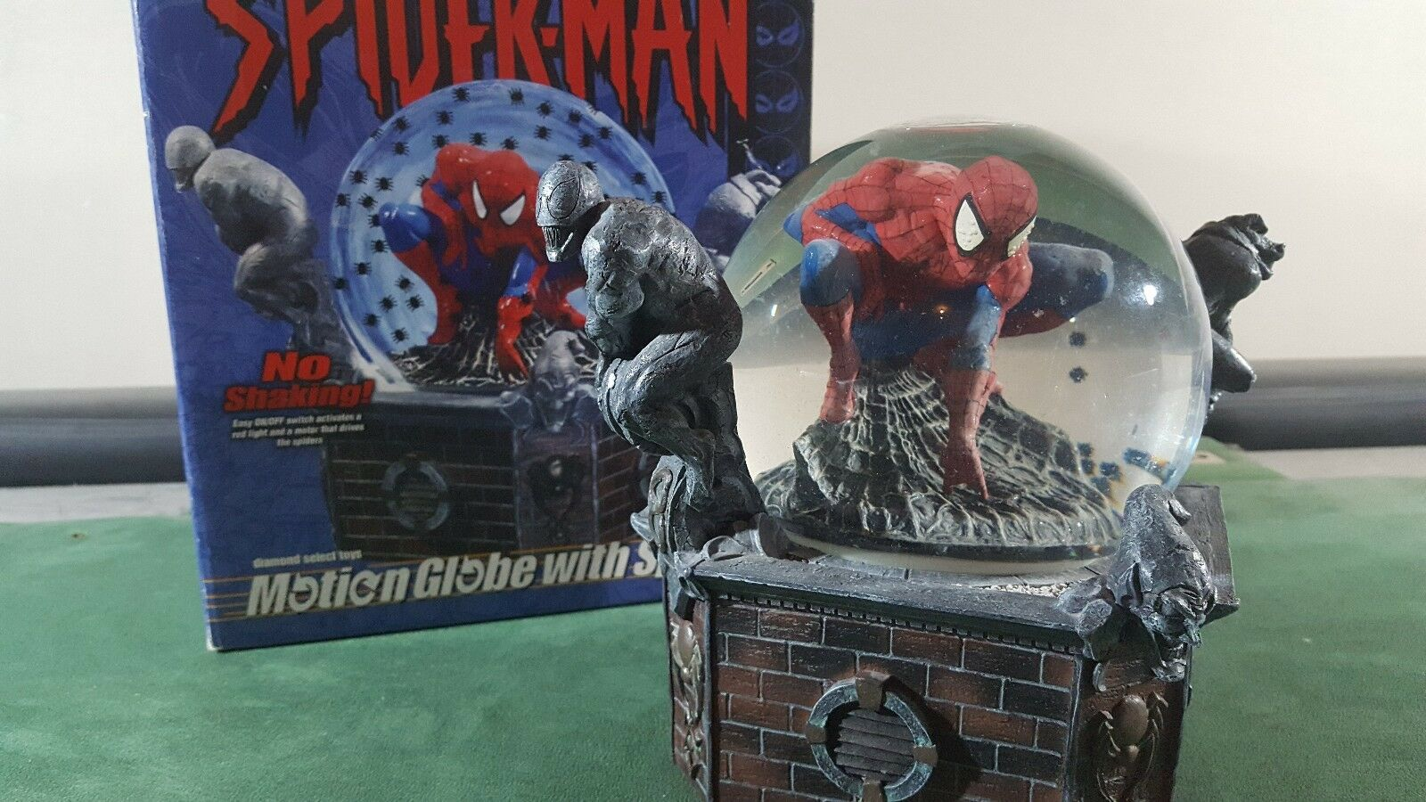 Spider-man Motion Snow Globe with Spiders Figure Statue Diamond Select