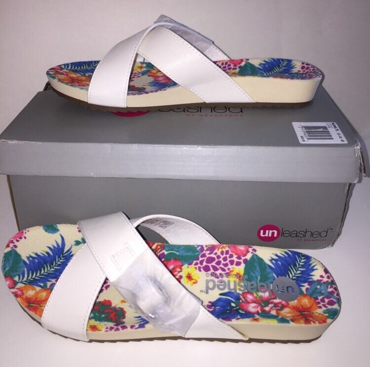 UNLEASHED by ROCKET DOG Women's  FLARE  Footbed Sandals  WHITE  Size 9M NEW Box