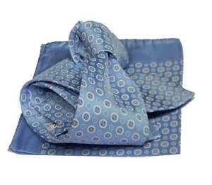 Completo-uomo-azzurro-e-bianco-cravatta-azzurra-e-fazzoletto-seta-made-italy
