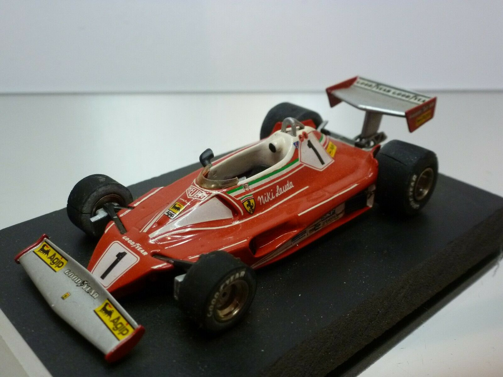 TENARIV FERRARI 312 T2 GP GERMANY 1976 - LAUDA  1 - F1 rojo 1 43 - GOOD on BASE