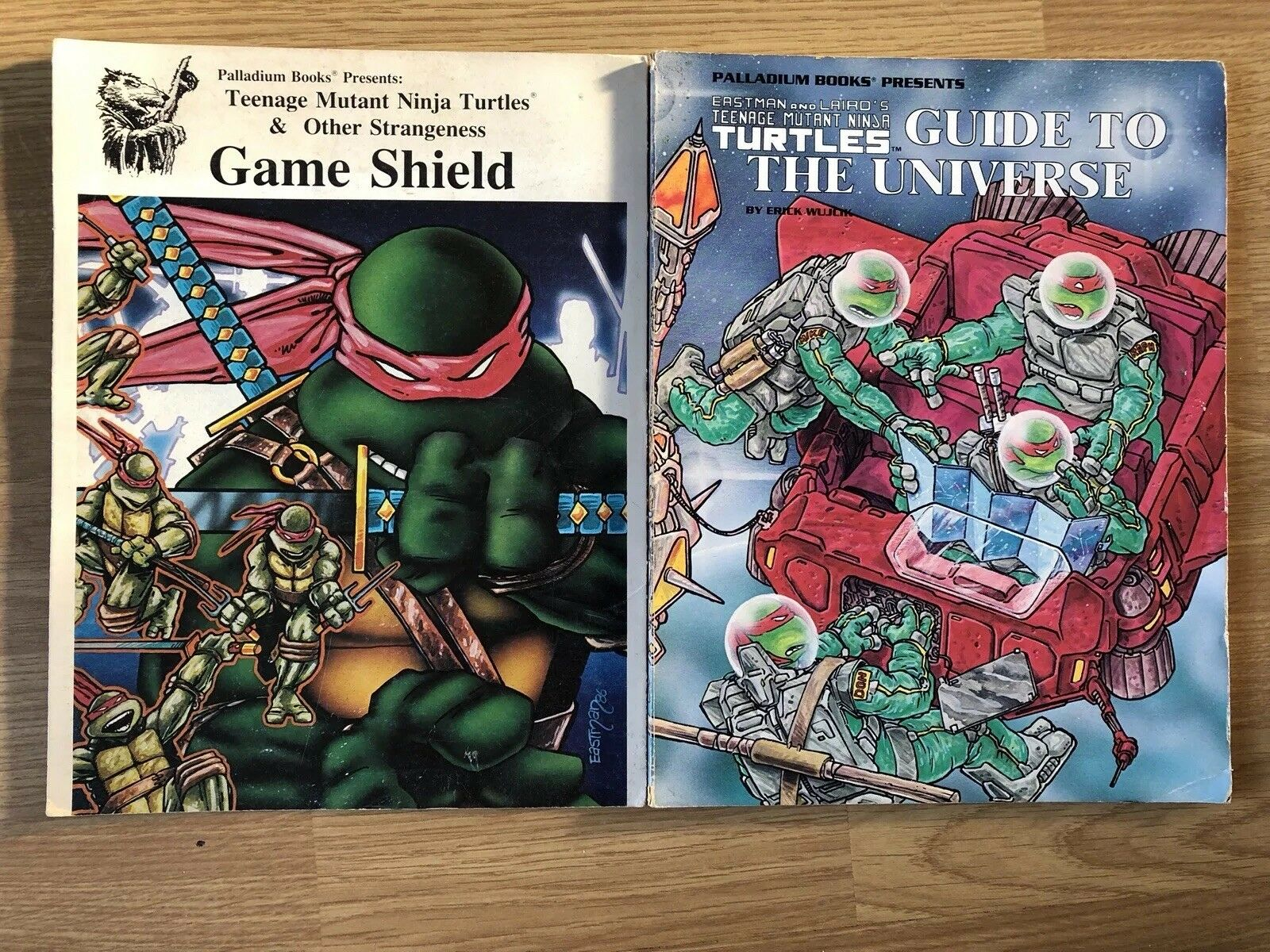 Teenage Mutant Ninja Turtles Game Shield Palladium & Guide to the universe books