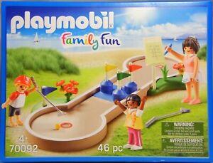Playmobil-70092-Minigolf-Bahn-mit-3-austauschbaren-Einsaetzen-3-Figuren-NEU