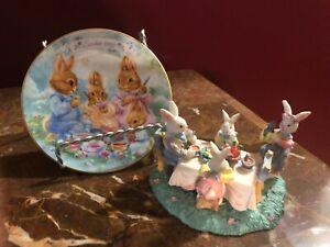 Set-of-2-Avon-1992-Easter-Plate-Bunny-Picnic-Dinner-Meal-Figurine-Eggs-Gold