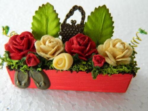 G4.16 1//12th maison de poupées handmade rouge en bois boîte de fenêtre avec un mélange de fleurs