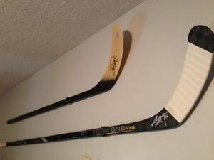 Hockey-Stick-Display-Mount-Hanger-Holder-Game-Used-Autographed-2-PACK