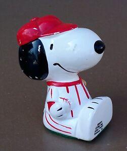 Figurine-SNOOPY-BASEBALL-1958-1966-Peanuts-United-Feature-Syndicate-Inc
