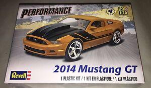 Revell-2014-Ford-Mustang-GT-1-25-scale-model-car-kit-new-4379