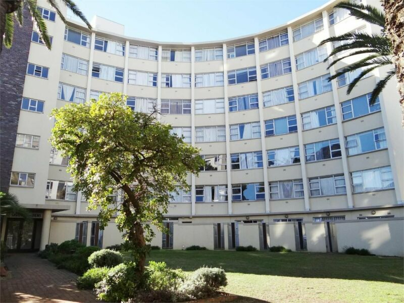 Bachelor Apartment with Parking Bay for sale in Mowbray