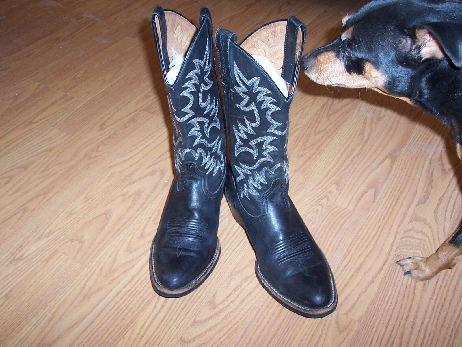 ARIAT BLACK LEATHER  BOOTS IN SIZE 7D IN EXCELLENT CONDITION