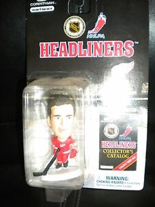 NHL-DETROIT-RED-WINGS-STEVE-YZERMAN-HAND-PAINTED-HOCKEY-HEADLINERS-PLAYER