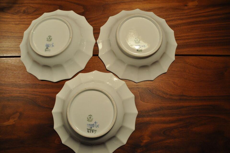 Porcelæn, Asietter, Kongelig blå blomst kantet