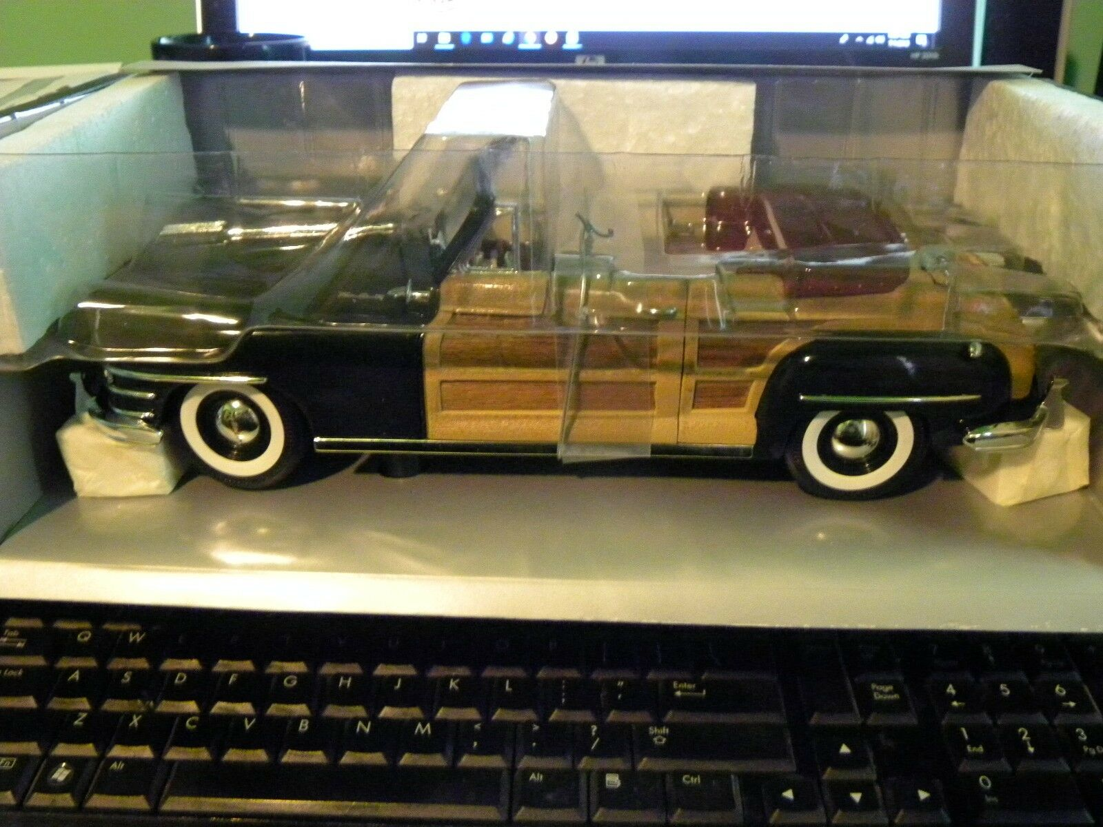 1948 CHRYSLER Town & County, Nuovo in box - model 5010C verde/wood/convert