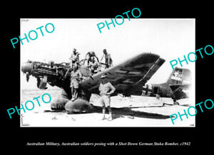 OLD-POSTCARD-SIZE-PHOTO-AUSTRALIAN-MILITARY-SOLDIERS-WITH-A-STUKA-BOMBER-c1942